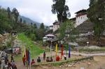 Bogenschiessen vor dem Dzong in Trongsa