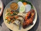 Momos, Erdnuss-Salat und Tandoori Huhn